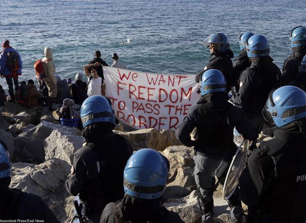 Uchodźcy u wybrzeży Włoch, 30.09.2015 /AP /East News