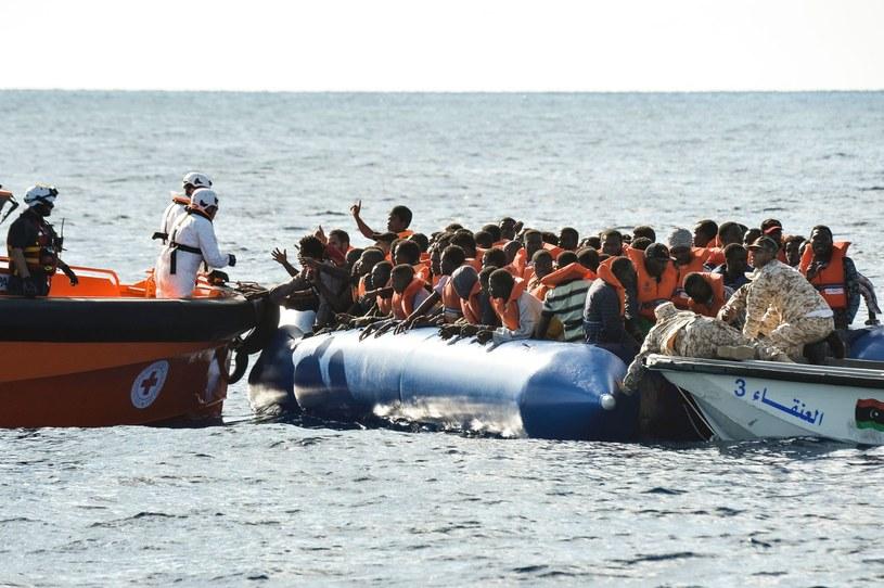 Uchodźcy u wybrzeży Włoch /AFP