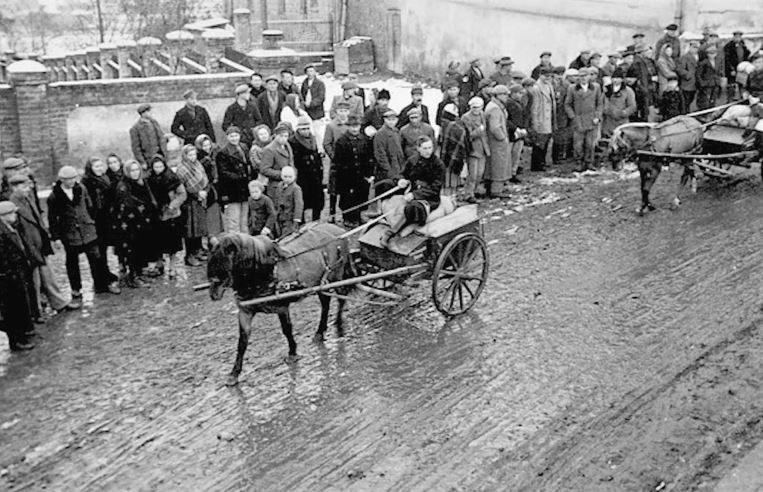 Uchodźcy w Hostau w marcu 1945 roku /INTERIA.PL/materiały prasowe