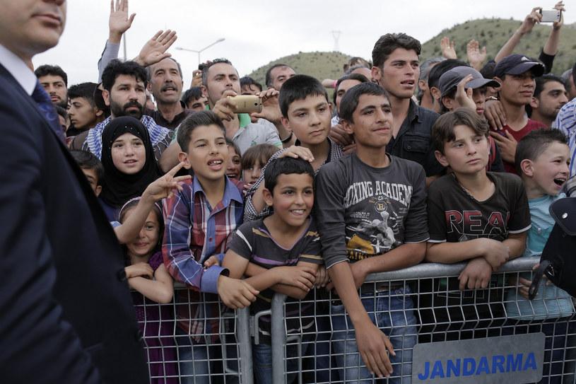 Uchodźcy w obozie przy syryjsko-tureckiej granicy czekają na przyjazd unijnych wysłanników - Tuska, Merkel i Timmermansa /STR /AFP