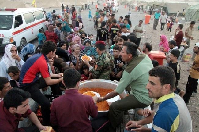 Uchodźcy z Syrii w jednym z obozów w Iraku. /Kamal Akrayi /PAP/EPA