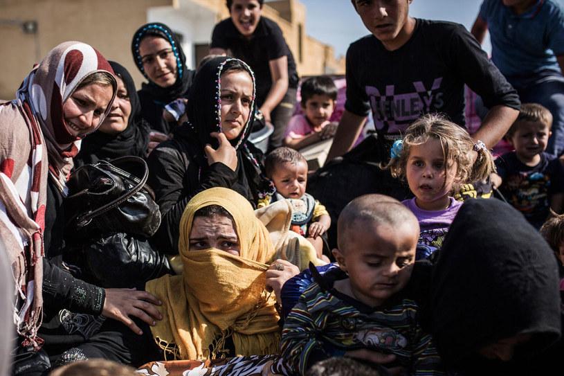 Uchodźcy z syryjskiego miasta Tall Abjad /AFP