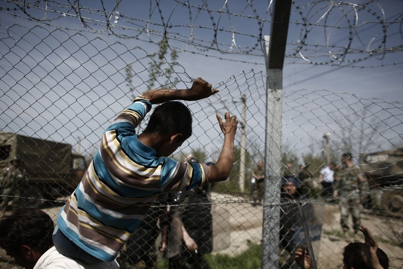 Uchodźcy, zdj. ilustracyjne /KOSTAS TSIRONIS /PAP/EPA