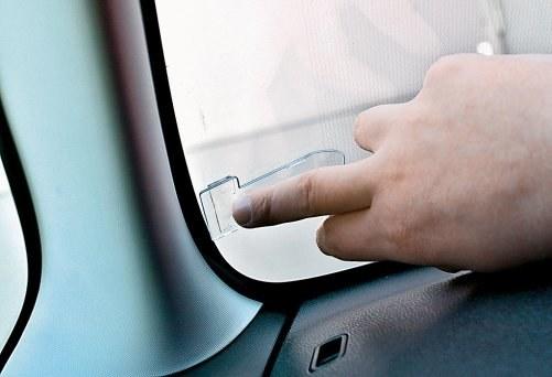 Uchwyt na bilet parkingowy /Motor
