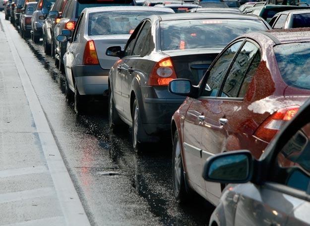 Uciążliwe dojazdy do pracy mogą zepsuć nam dobry nastrój na długo /© Panthermedia