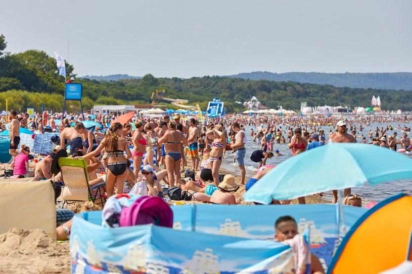 Uciążliwe zachowanie innych turystów może zamienić nasz urlop w koszmar /JACEK KOSLICKI  /Agencja FORUM