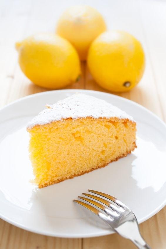 Ucierane ciasto cytrynowe /123RF/PICSEL
