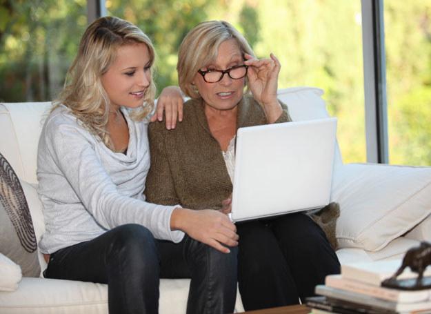 Ucz rodziców nowych rzeczy. Pamietaj: bądź cierpliwa /123RF/PICSEL