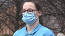 Uczcili minutą ciszy ofiary koronawirusa. Ogólnokrajowa akcja pracowników służby zdrowia w Wielkiej Brytanii
