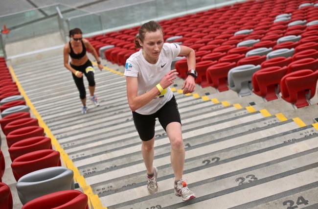 Uczestnicy biegu po schodach na Stadionie Narodowym /Rafał Guz /PAP