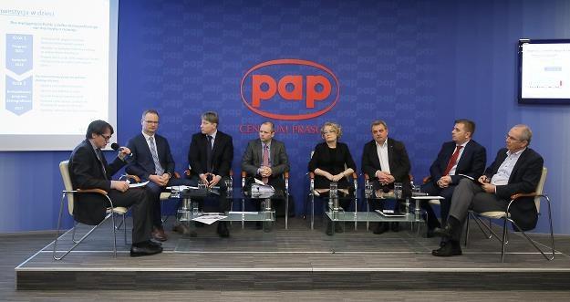 """Uczestnicy debaty """"Życie albo przeżycie, czyli Polak na emeryturze"""" /PAP"""