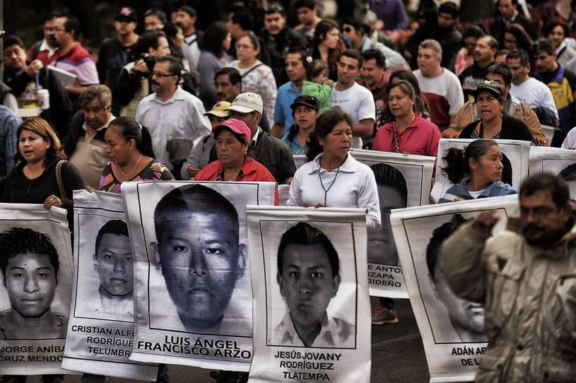 Uczestnicy demonstracji domagają się ukarania winnych zaginięcia studentów /AFP