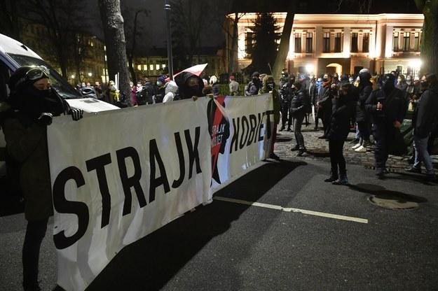 Uczestnicy demonstracji przeciwko zaostrzeniu prawa aborcyjnego /Radek  Pietruszka /PAP