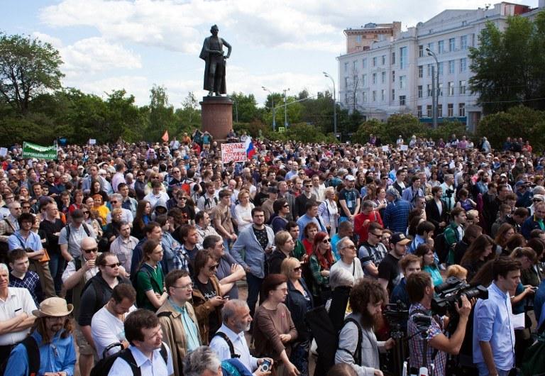Uczestnicy demonstracji /PHILIPP KIREEV  /AFP