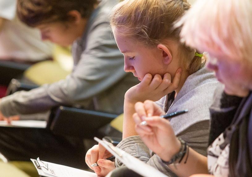 Uczestnicy dyktanda dla dzieci i młodzieży, w ramach Ogólnopolskiego Konkursu Ortograficznego Dyktando 2014 w Katowicach /Andrzej Grygiel /PAP