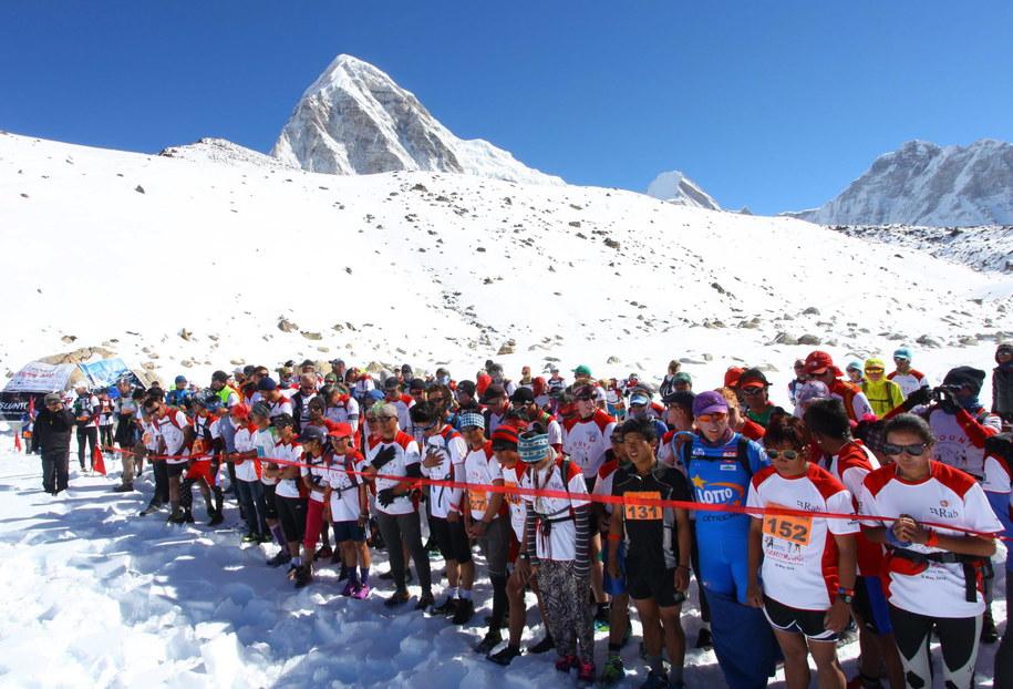 Uczestnicy ekstremalnego maratonu /HIMEX NEPAL  /PAP/EPA