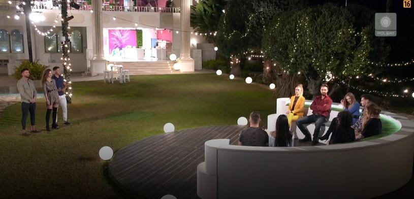 """Uczestnicy """"Love Island"""" podczas przeparowania /Polsat /Polsat"""
