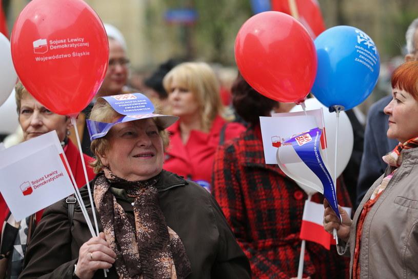 Uczestnicy manifestacji przed siedzibą OPZZ /Rafał Guz /PAP