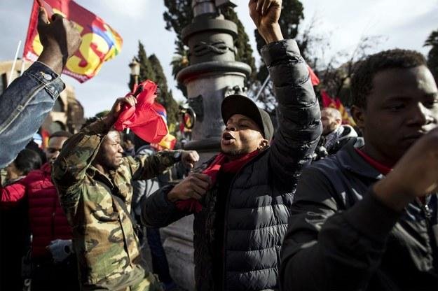 Uczestnicy manifestacji /MASSIMO PERCOSSI /PAP/EPA