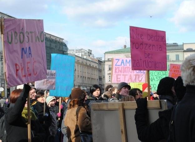 Uczestnicy Manify na rynku w Krakowie, 7 marca 2010. /INTERIA.PL