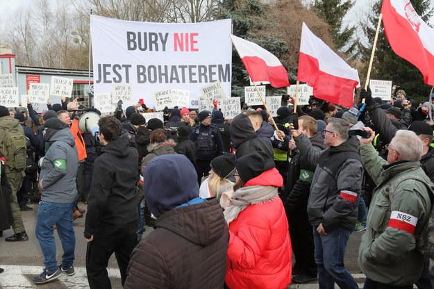 Uczestnicy marszu i kontrmanifestanci / Artur Reszko    /PAP
