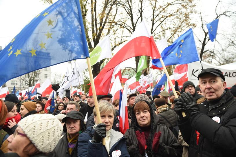 Uczestnicy marszu KOD /Radek Pietruszka /PAP
