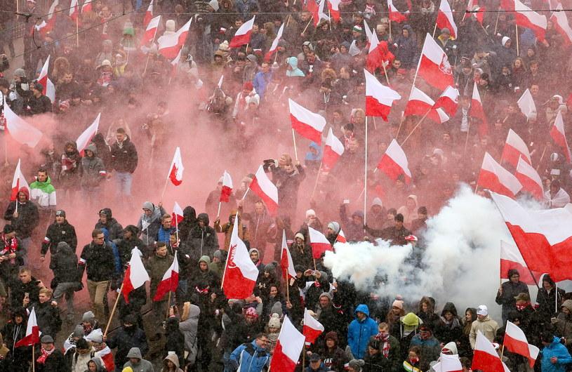 Uczestnicy Marszu Niepodległości 2016 na Moście Poniatowskiego w Warszawie /Paweł Supernak /PAP