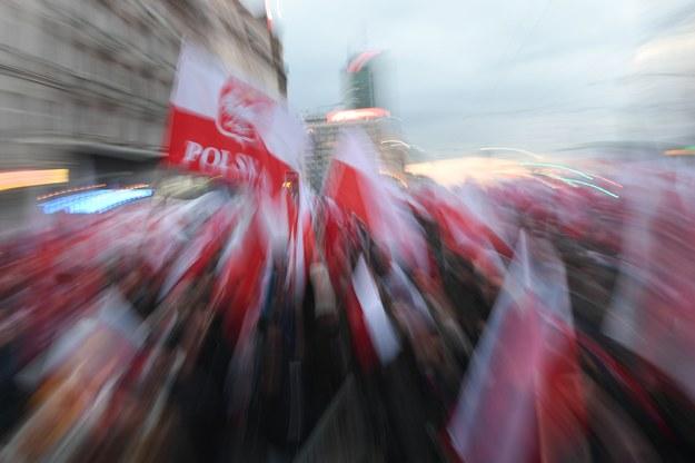 Uczestnicy Marszu Niepodległości 2017 na ulicach Warszawy /Bartłomiej  Zborowski /PAP