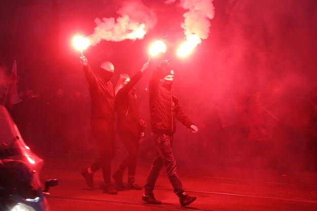 Uczestnicy Marszu Niepodległości w centrum Warszawy /Wojciech Olkuśnik /PAP