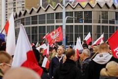 Uczestnicy Marszu Niepodległości zjechali do Warszawy z całego kraju
