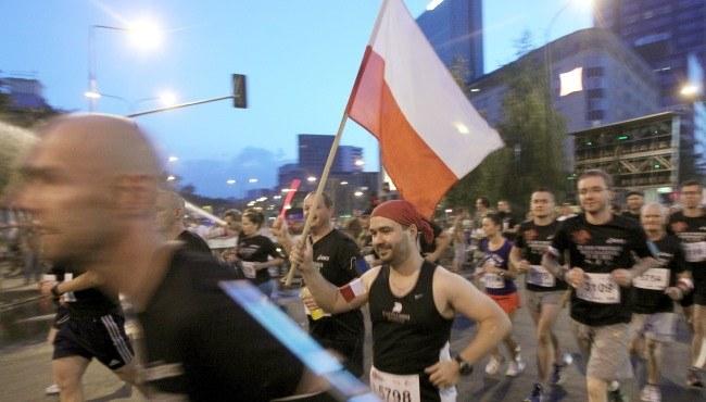 Uczestnicy na trasie 23. Biegu Powstania Warszawskiego w stolicy /Radek Pietruszka /PAP