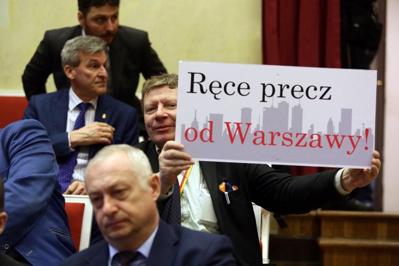 Uczestnicy nadzwyczajnego posiedzenia Rady m.st. Warszawy w Pałacu Kultury i Nauki /Tomasz Gzell /PAP