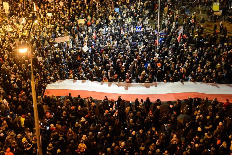 Uczestnicy Ogólnopolskiego Strajku Kobiet zorganizowanego w Warszawie /Jakub Kamiński   /PAP