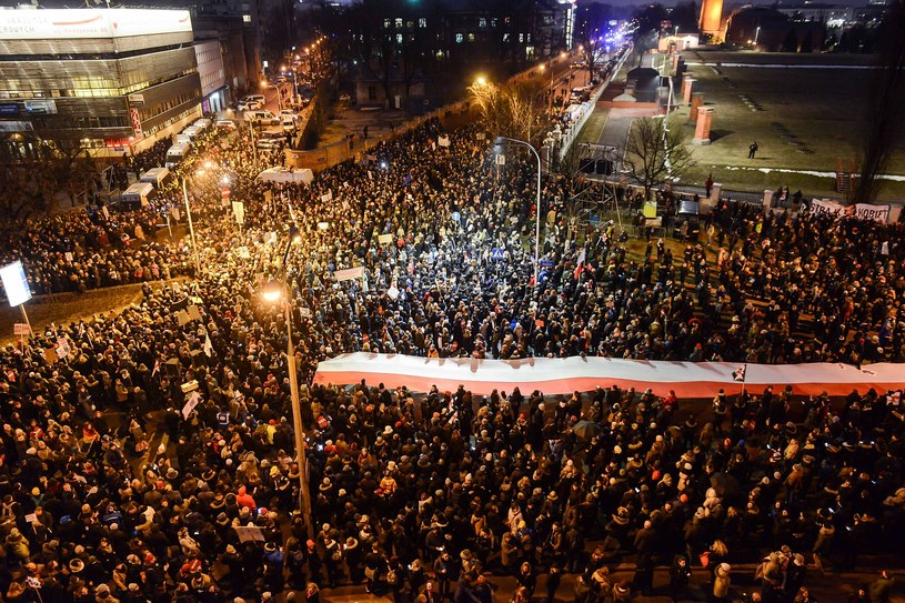 Uczestnicy Ogólnopolskiego Strajku Kobiet /Jakub Kamiński   /PAP