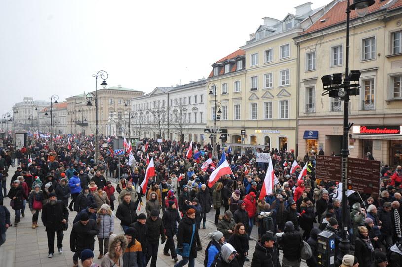 Uczestnicy protestów w Warszawie /Marcin Obara /PAP
