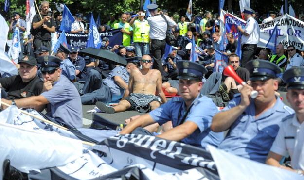 Uczestnicy protestu przed KPRM /PAP/Marcin Obara /PAP