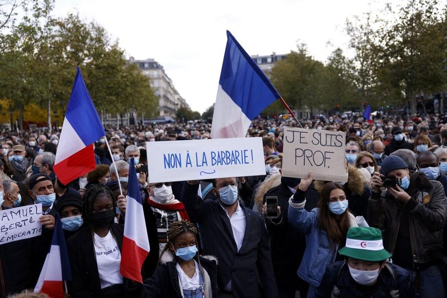 Uczestnicy protestu w Paryżu /YOAN VALAT  /PAP/EPA