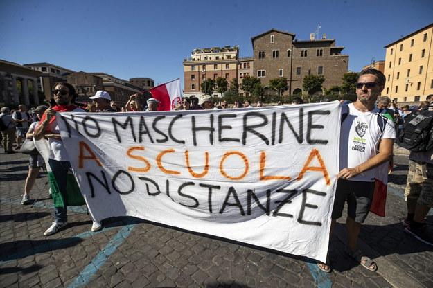 Uczestnicy protestu w Rzymie /MASSIMO PERCOSSI /PAP/EPA