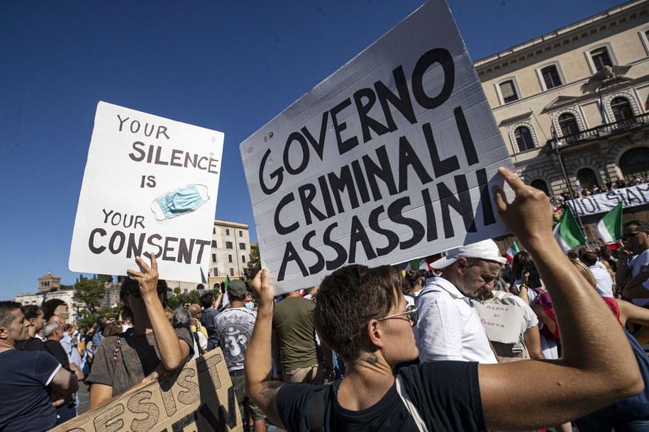 Uczestnicy protestu /MASSIMO PERCOSSI /PAP/EPA