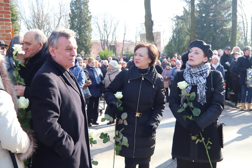 """Uczestnicy """"Sanatorium miłości"""" na pogrzebie /Grzegorz Galasinski/DZIENNIK LODZKI/Polska Press /East News"""