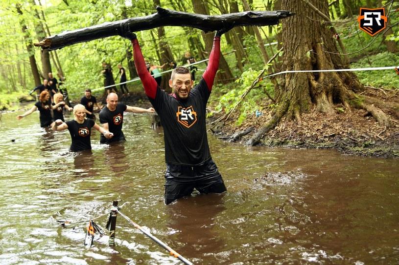 Uczestnicy Survival Race muszą zmierzyć się z różnymi przeszkodami /Informacja prasowa