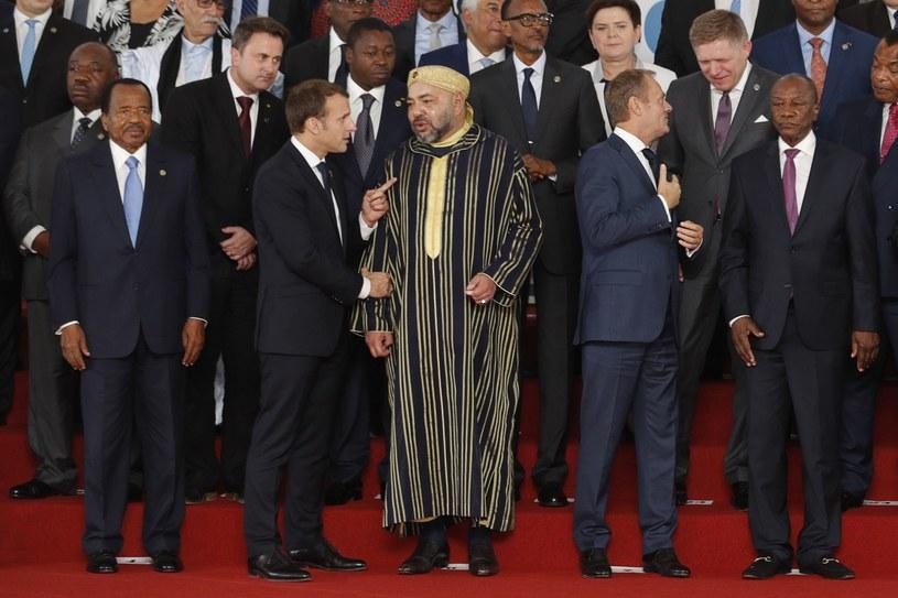 Uczestnicy szczytu w Abidżanie. Drugi z prawej Donald Tusk, a nad nim Beata Szydło /AFP