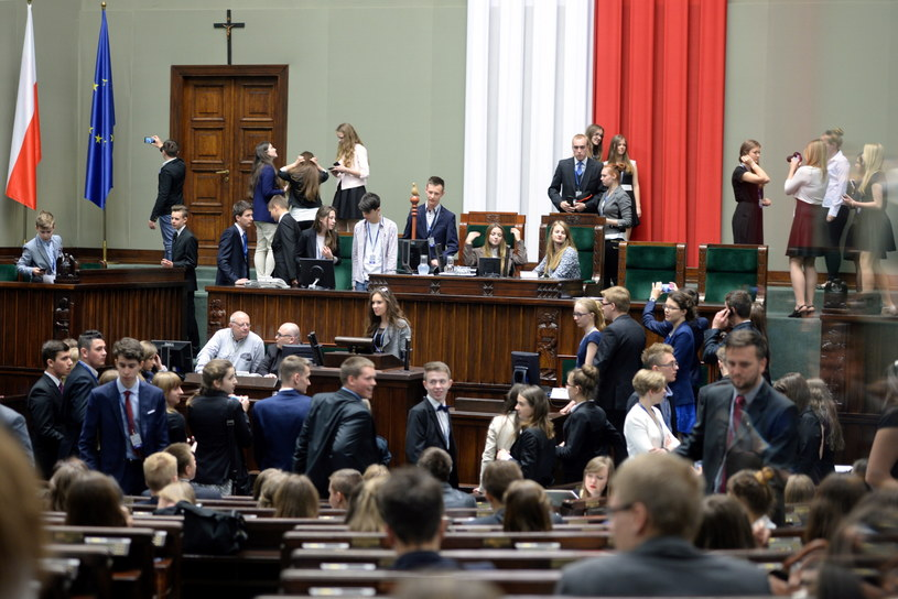 Uczestnicy XXI sesji Sejmu Dzieci i Młodzieży w Sejmie /Jacek Turczyk /PAP