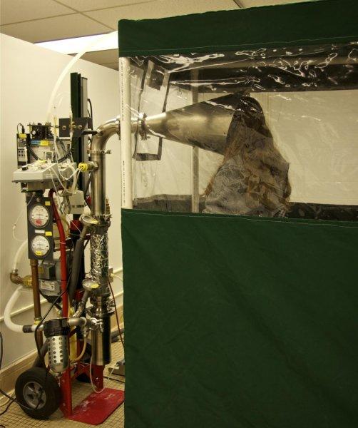 Uczestniczka eksperymentu w trakcie pomiaru w aparaturze Gesundheit II /University of Maryland /Materiały prasowe