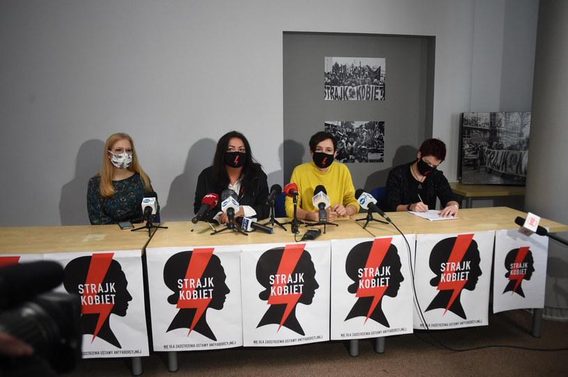 Uczestniczki konferencji prasowej Ogólnopolskiego Strajku Kobiet /Zbyszek Kaczmarek/REPORTER /Reporter