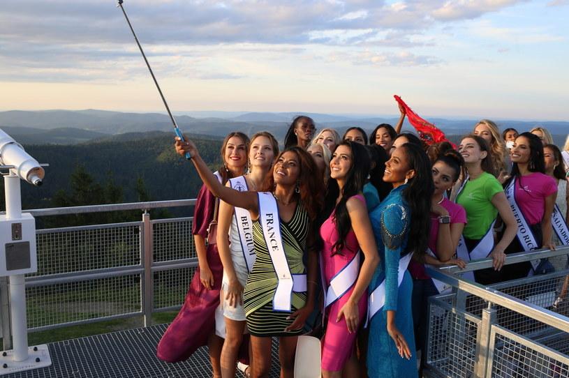 Uczestniczki Miss Supranational 2021 bawiły się w malowniczej Jaworzynie Krynickiej /Nika Bruc /materiał partnera