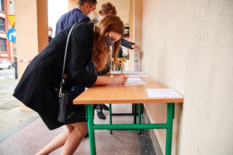 Uczniowie deklarowali, jaki przedmiot dodatkowy będą zdawać na maturze 2021 /Julian Sojka /East News