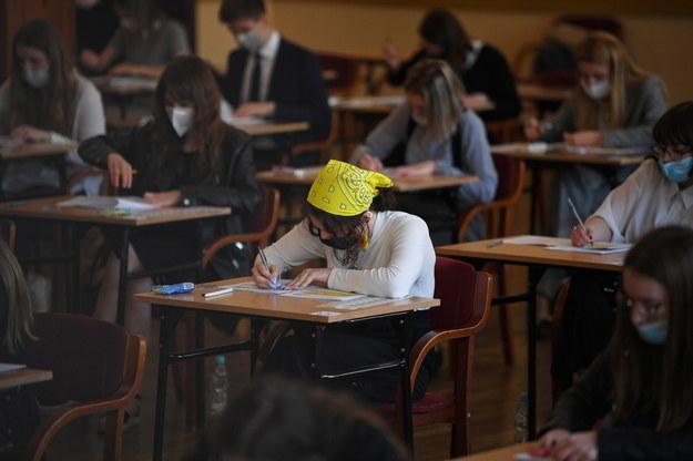 Uczniowie podczas egzaminu maturalnego w II Liceum Ogólnokształcącym przy ul. Ks. Jałowego w Rzeszowie /Darek Delmanowicz /PAP