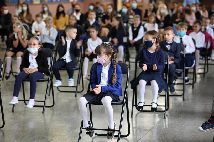 Uczniowie podczas rozpoczęcia roku szkolnego, zdjęcie ilustracyjne /Mariusz Przygoda /Agencja FORUM