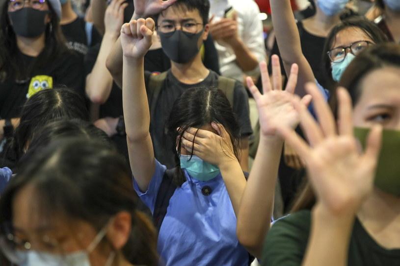 Uczniowie protestujący w Hongkongu przeciwko brutalności policji /PAP/EPA/FAZRY ISMAIL /PAP/EPA